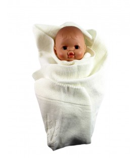 Couverture poupée en maille couleur crème